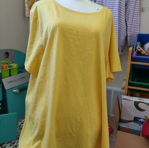 🆕Yellow tshirt 🌟